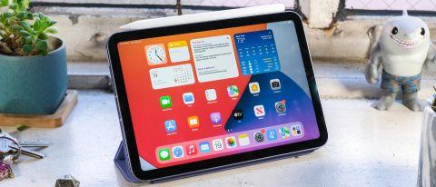 The iPad mini 6 (2021) with Apple Pencil 2 in Apple's folio case