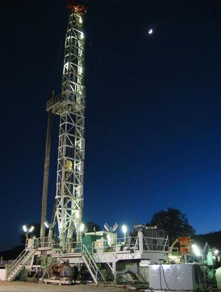 safod-drilling-rig-110829-02