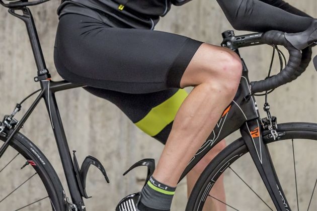 Long cycling shorts that end just above the knee are a fairly recent  development within professional cycling and are in stark stylistic contrast  to the ... 15acc48eb