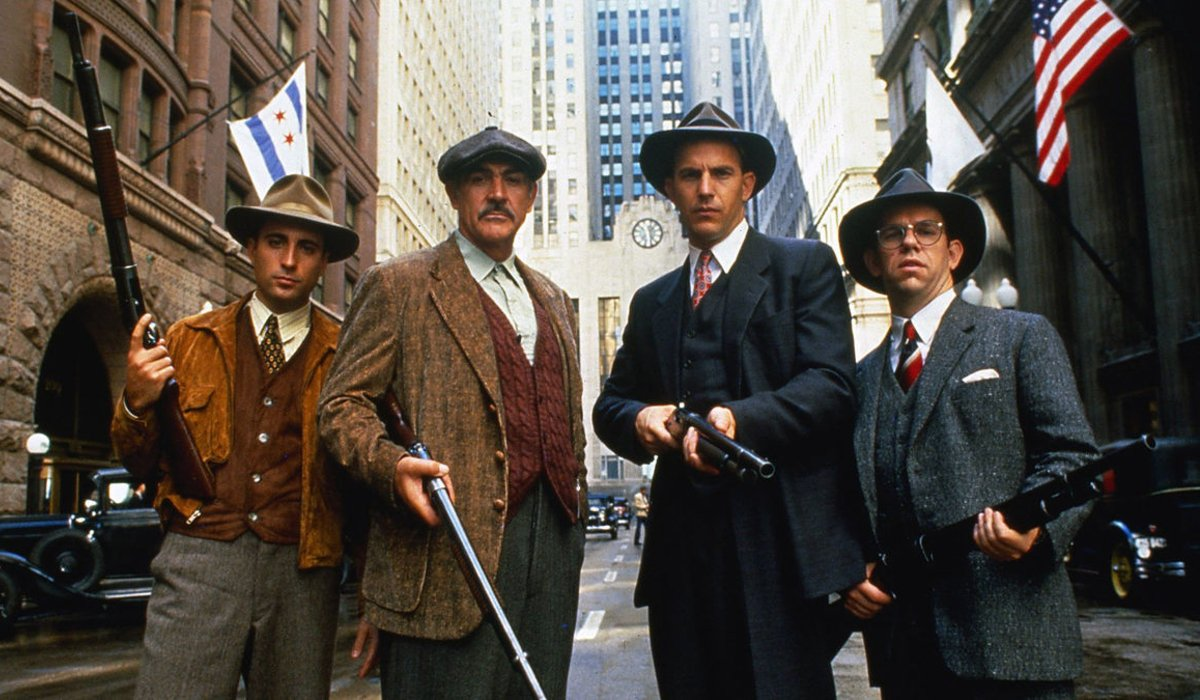 The Untouchables Andy Garcia, Sean Connery, Kevin Costner, and Charles Martin Smith armed for action in Chicago