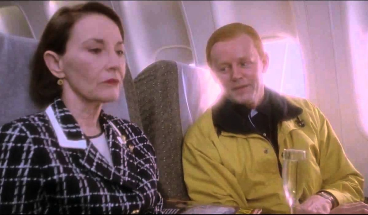 12 Monkeys the Astrophysicist and Dr. Peters meet on the plane