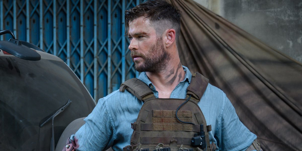 How Chris Hemsworth Felt About Fighting A Bunch Of Kids For One Extraction Action Scene Cinemablend