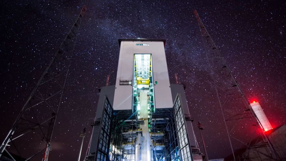 Milky Way lights up Guiana spaceport in stunning timelapse video