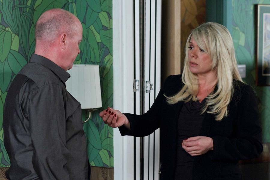 Phil 'breaks up' with Sharon