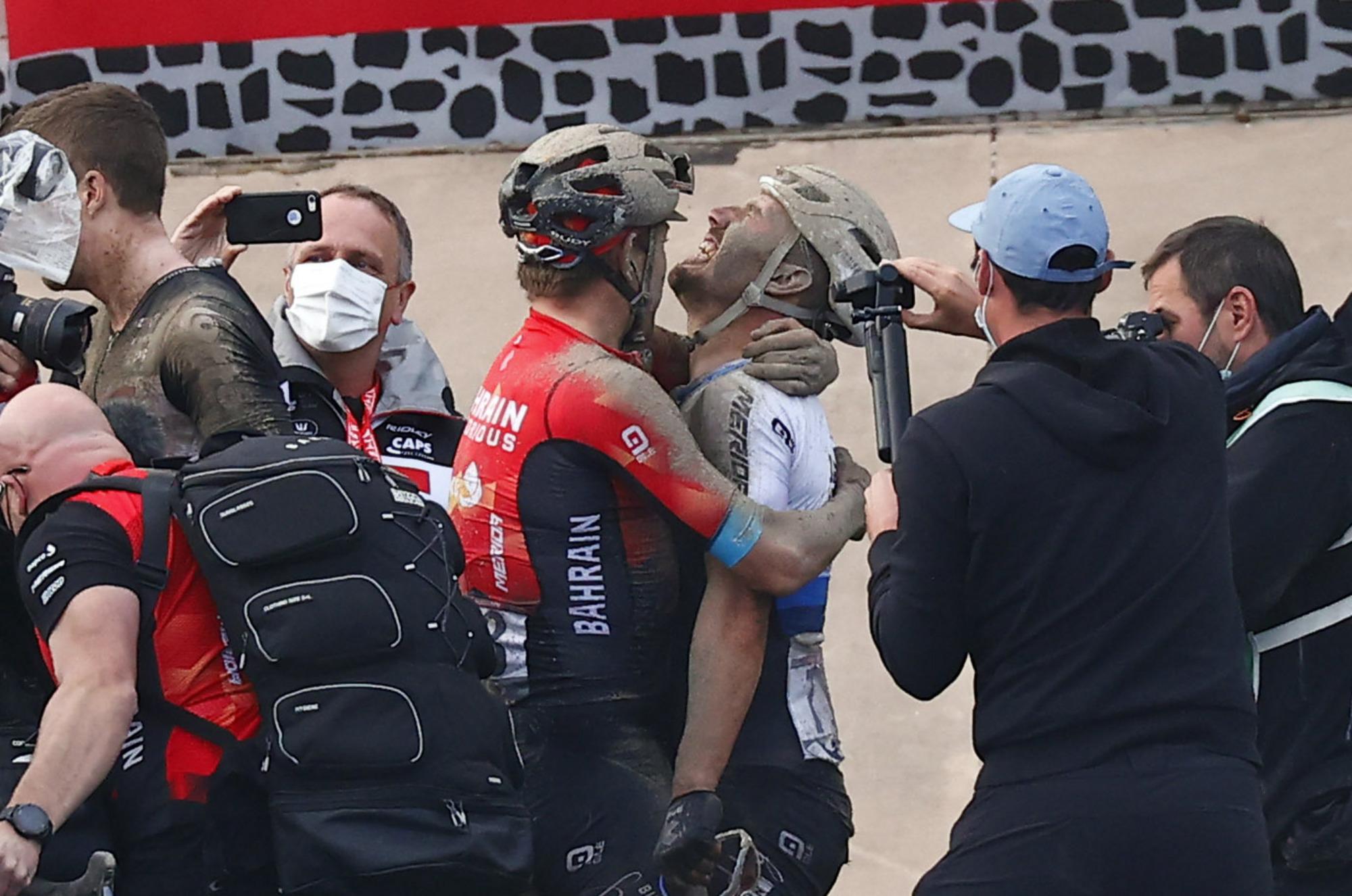Paris Roubaix 2021 118th Edition Denain Roubaix 2577 km 03102021 Sonny Colbrelli ITA Bahrain Victorious Heinrich Haussler AUS Bahrain Victorious photo Luca BettiniBettiniPhoto2021