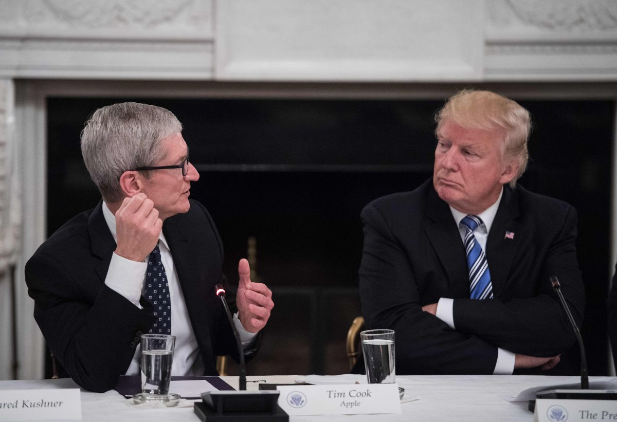 Tim Cook's 'Compelling' Argument to Trump: Samsung Has Unfair Tariff Advantage