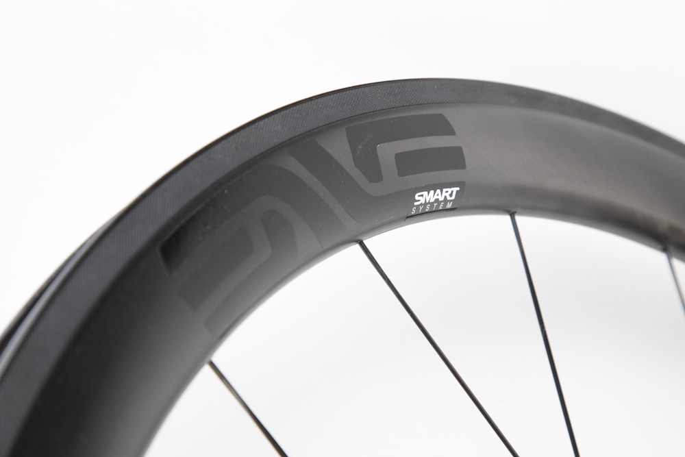 The Enve SES 4.5 feature an updated brake track with a filed surface.