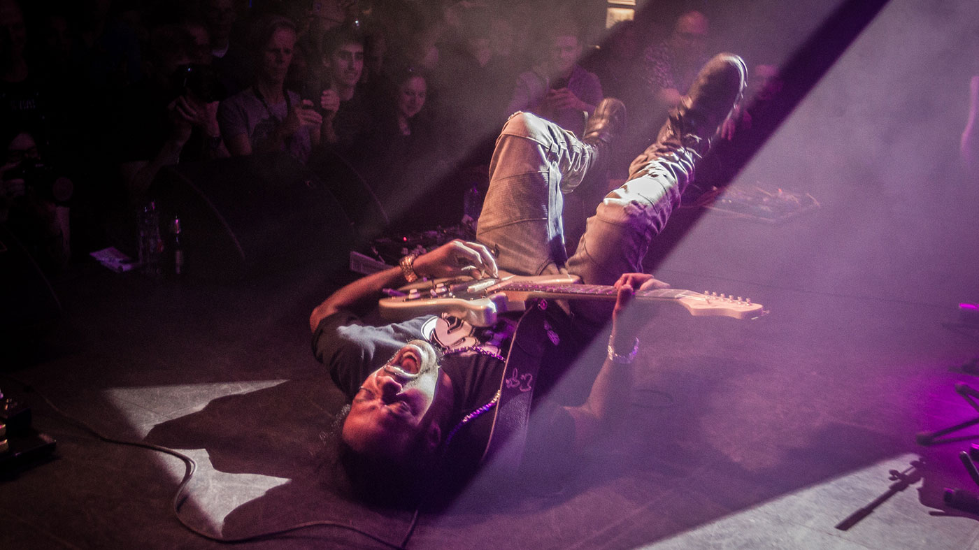 5 guitar tricks you can learn from Eric Gales