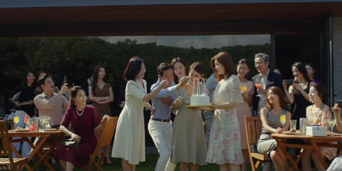 Jo Yeo-Jeong, So-dam Park, and Lee Sun-kyun in Parasite