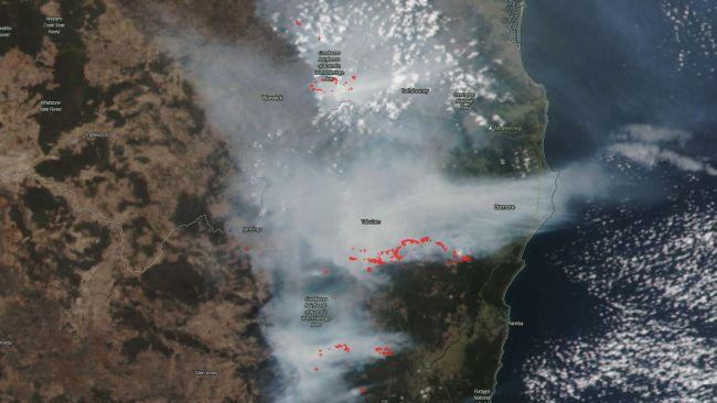 Kebakaran awal pada bulan November 2019 di Queensland dan NSW.