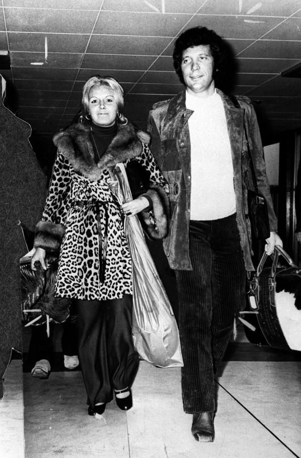 Tom Jones and wife Linda