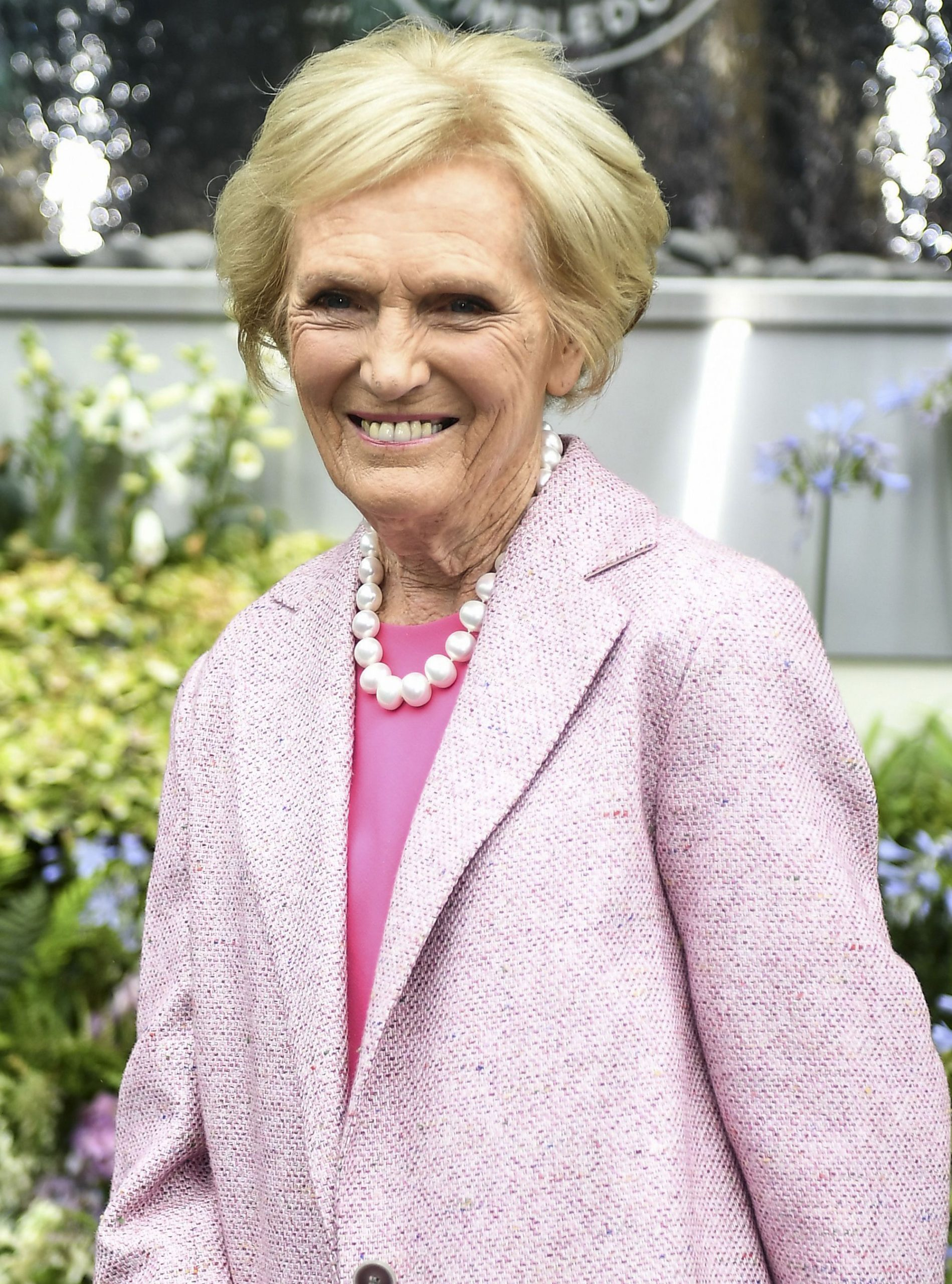 Mary Berry Age At 82 The Baker Insists She Ll Never Have Botox And Talks Embracing Natural Beauty