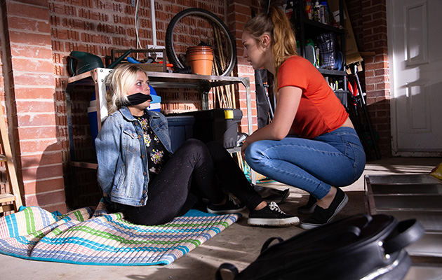 A furious Kayla takes her anger out on Bethany Platt when Craig refuses to toe the line.