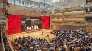 Klarman Hall, Harvard Business School's new state-of-the-art multipurpose auditorium, features a 61.8-foot-wide 1.9mm SiliconCore LED display.