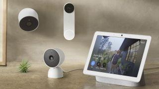Die Nest Doorbell, Nest Cam und Nest Cam Indoor in einer Produktshow mit dem Nest Home Hub