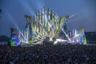 Robe MegaPointes Debut at Mysteryland