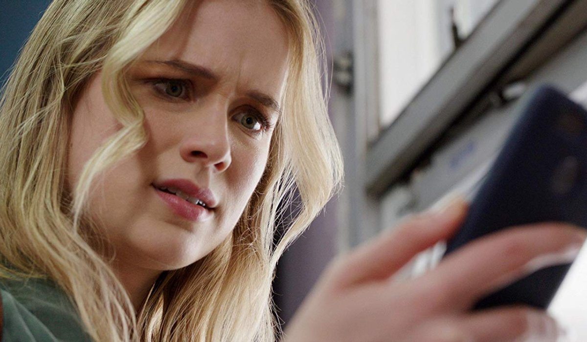 Countdown Elizabeth Lail is scared by her phone