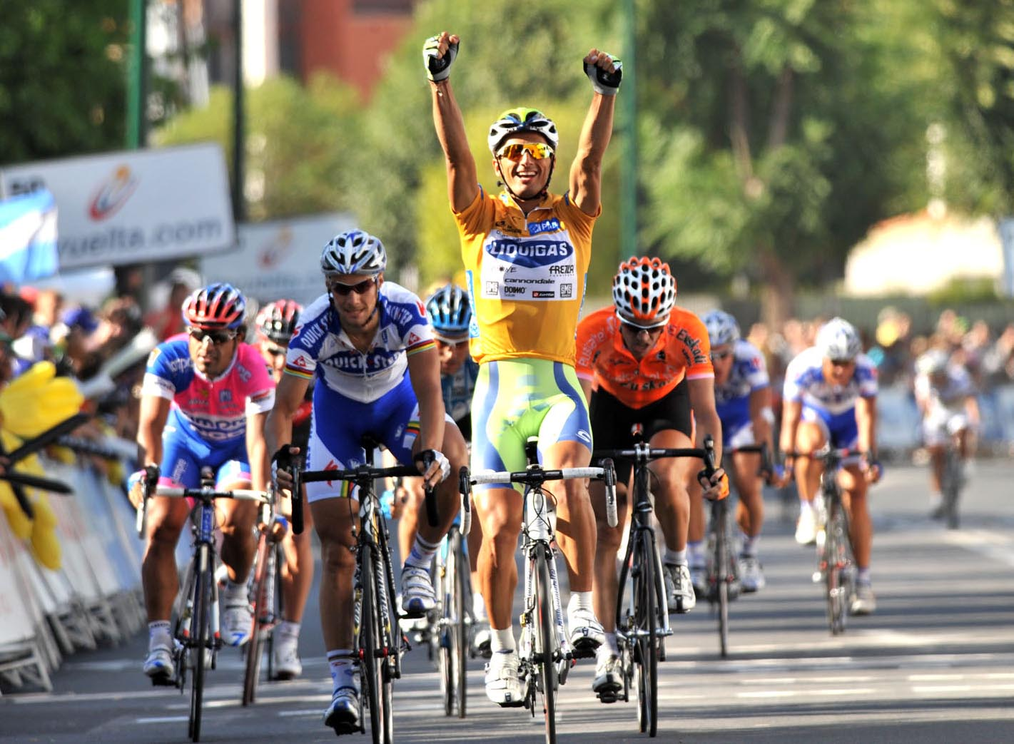 Daniele Bennati wins stage four