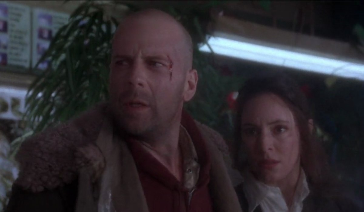 12 Monkeys Bruce Willis and Madeleine Stowe hide out