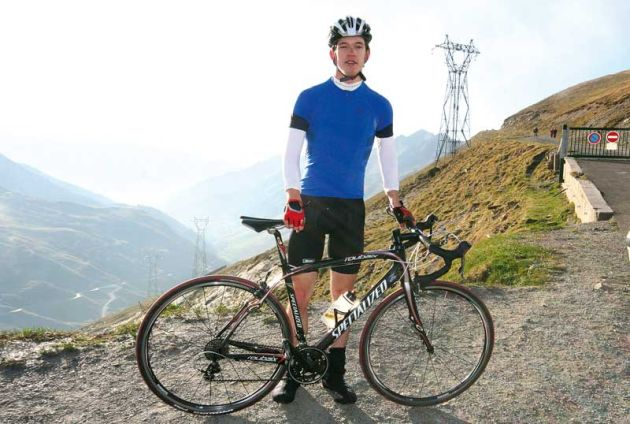 Etape du Tour 2010 Andy McGrath at the top of the Col du Tourmalet.jpg