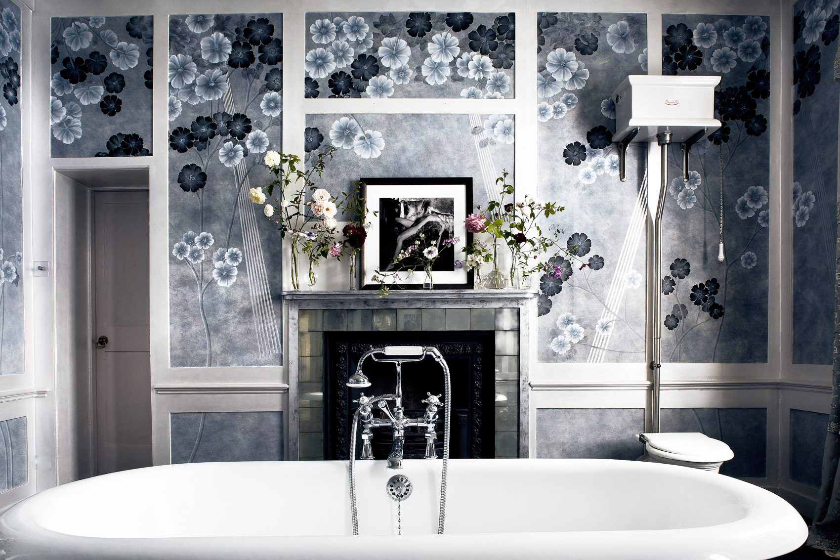 Peek Inside Kate Moss S Bathroom Livingetc