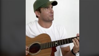 deeptomcruise playing guitar