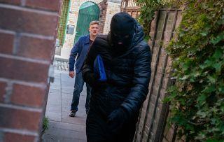 Coronation Street spoilers: Kirk Sutherland 'mugs' Chesney...