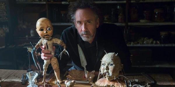 Tim Burton & boneka hidup milik Enoch di set Miss Perigrine.