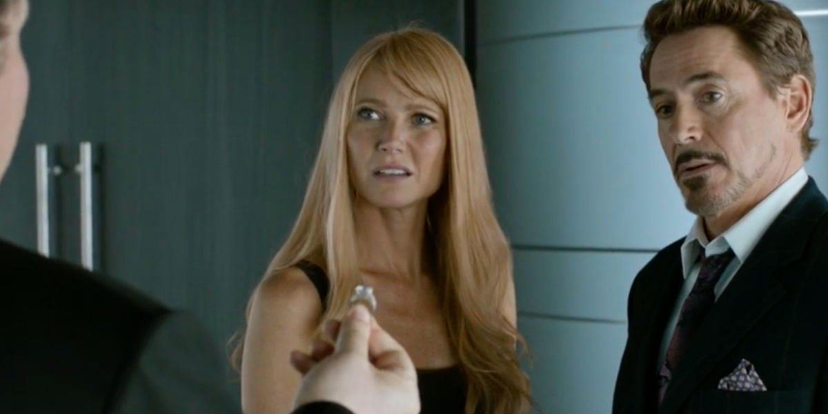 Gwyneth Paltrow with Robert Downey Jr in Spider-Man: Homecoming, engagement ring