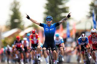 Giacomo Nizzolo wins stage 5