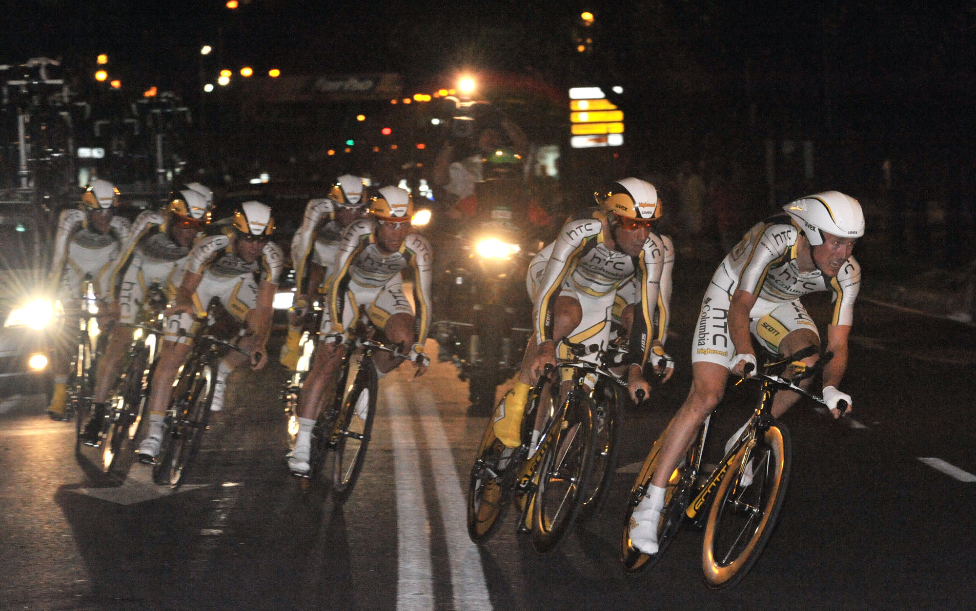 HTC-Columbia win the night-time opening team time trial, Vuelta a Espana 2010