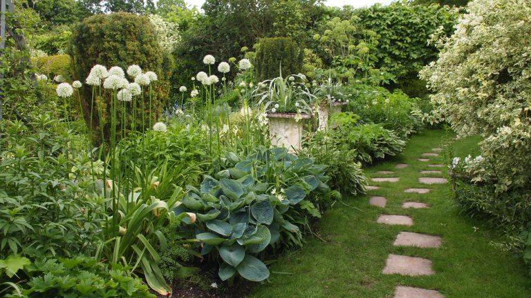 Green and white garden colour scheme, Chenies Manor in May