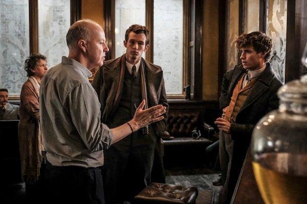 David Yates directs Eddie Redmayne on the Beasts 2 set