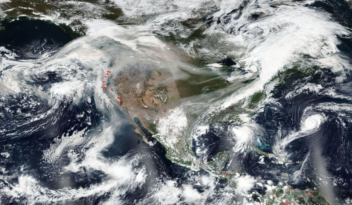 Smoke from US wildfires spreads across country and into Europe