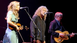 Alison Krauss and Robert Plant performing live