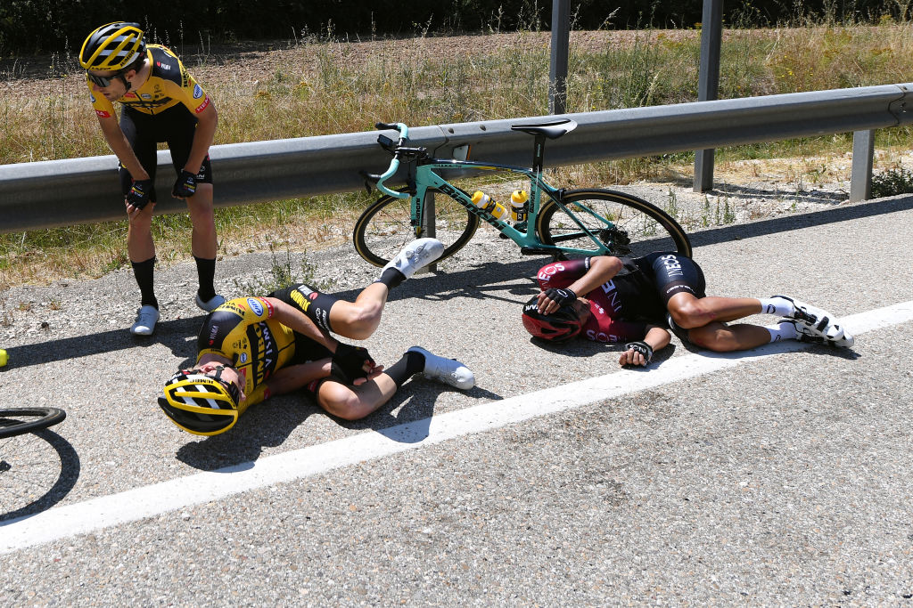 Gijs Leemreize crashed on stage 1 of theVuelta a Burgos