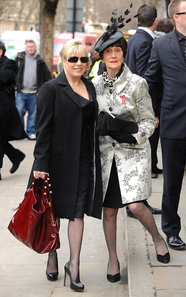 Stars gather for Wendy Richard's funeral (+PHOTOS)