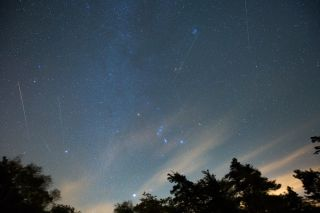 The Orion of the Hunters constellation is at the center of this orionidic meteorite shower shot by astrophotographer Gowrishankar Lakshminarayanan. He captured these Orionid meteors that roamed the skies over New York's Catskill Mountains on October 21, 2017.