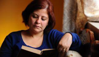 woman-reading-101229-02