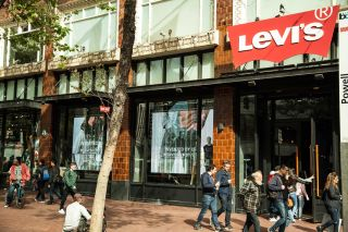 PixelFLEX and Reflect Open the Windows for Levi's on Market Street