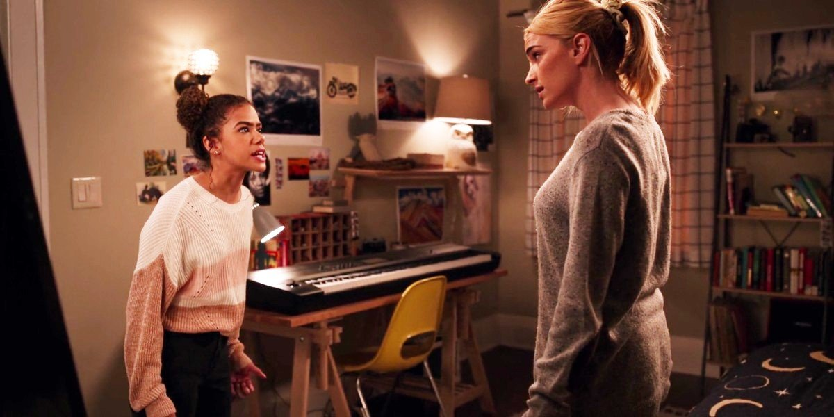 Brianne Howey and Antonia Gentry in Ginny & Georgia