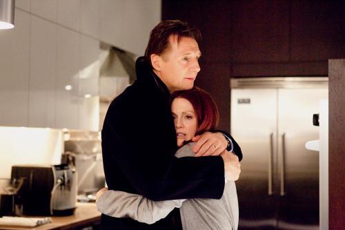 Chloe - Liam Neeson & Julianne Moore star in Atom Egoyan's  erotic thriller