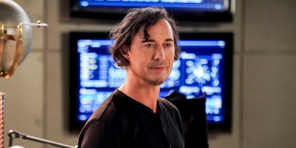 the flash season 5 sherloque wells tom cavanagh the cw