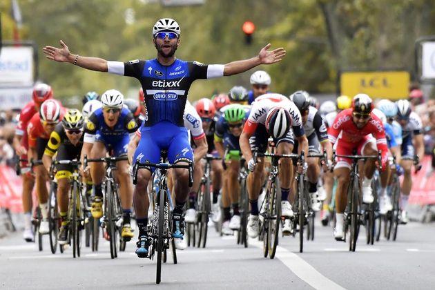 Fernando Gaviria wins the 2016 Paris-Tours
