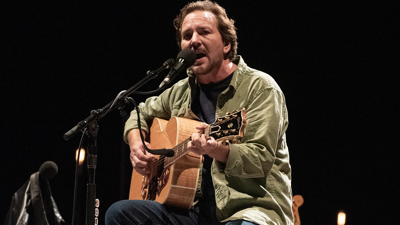 Pearl Jam's Eddie Vedder reunited with cyclist who helped him 27 year ago | Louder