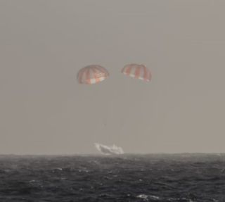 SpaceX's robotic Dragon cargo capsule splashes down in the Pacific Ocean on Feb. 10, 2015.