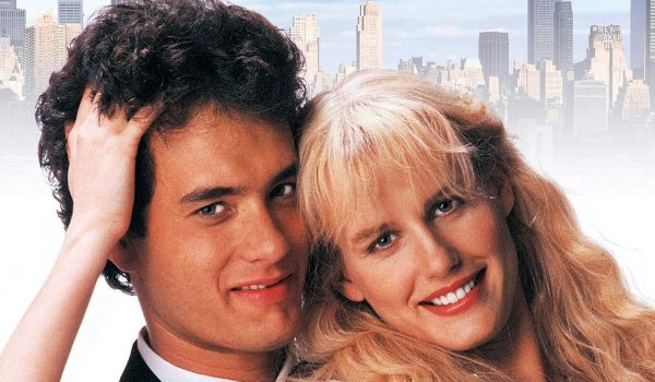 Splash Tom Hanks and Daryl Hannah getting close in front of a city backdrop