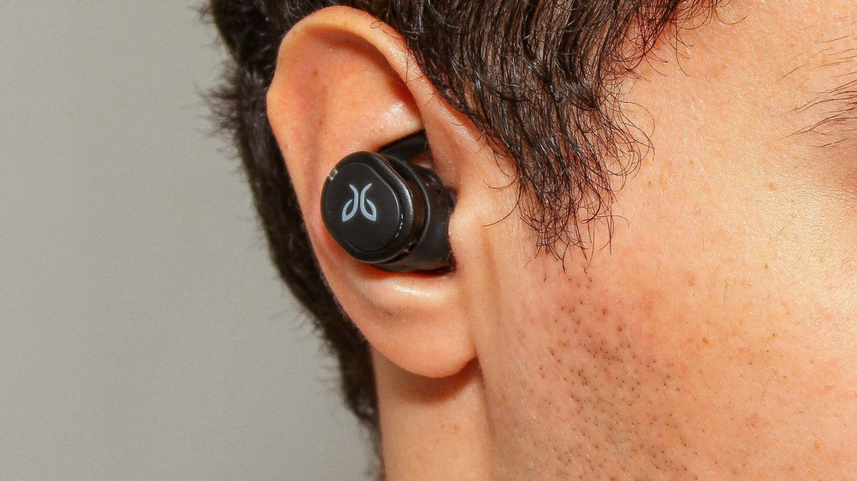 Jaybird Run XT vs  Jabra Elite Active 65t: Which Fitness Earbuds Are