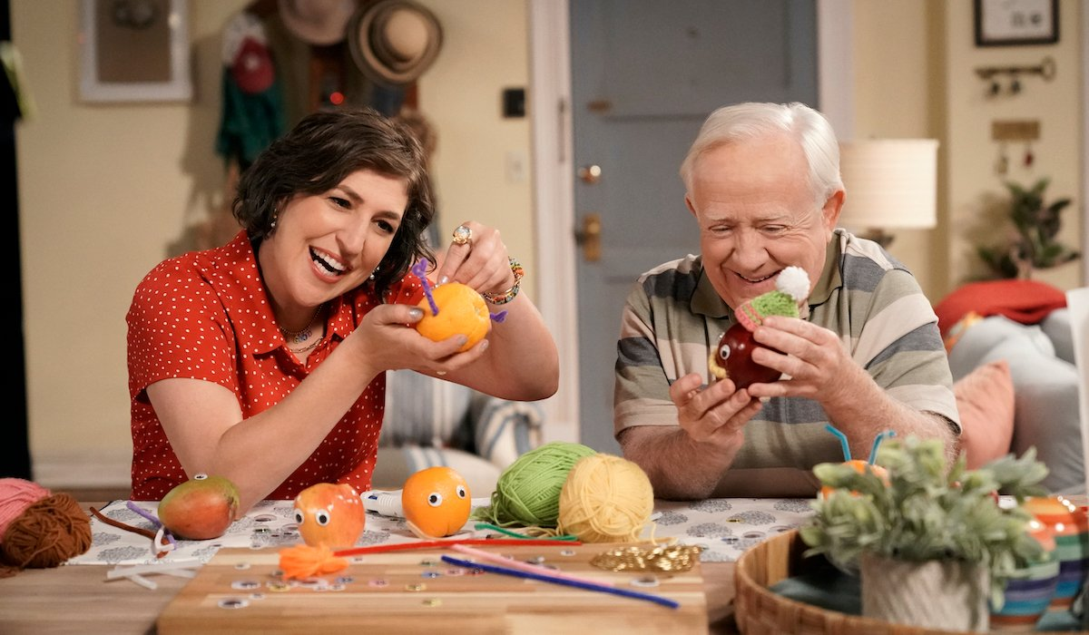 call me kat mayim bialik and leslie jordan making fruit puppets