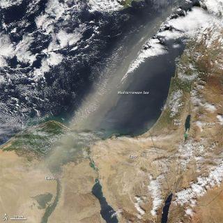 dust-storm-egypt-110202-02